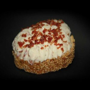 Roquefort con jamón con pan de cereales